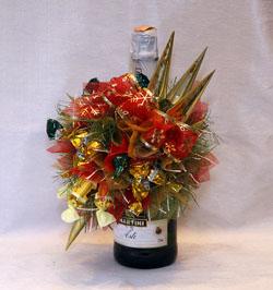 """Новогодний букет из конфет  """"Украшение для бутылки шампанского """""""